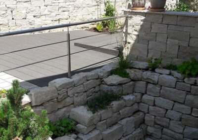 Mauer aus Granitsteinen